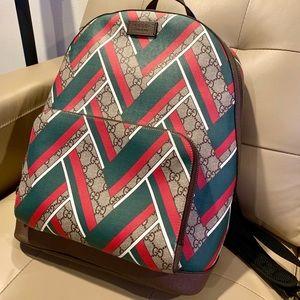 Host pick 🥰Auth Gucci GG Supreme Chevron backpack